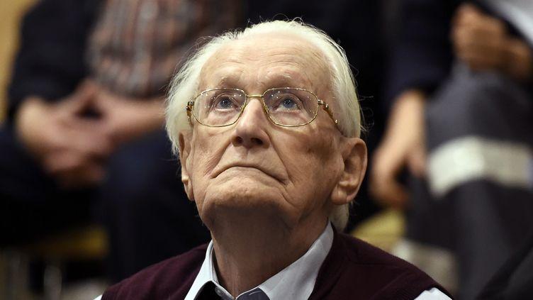 L'ancien comptable d'Auschwitz Oskar Gröning, lors de son procès en juillet 2015, à Lunebourg (Basse-Saxe, Allemagne). (TOBIAS SCHWARZ / AFP)