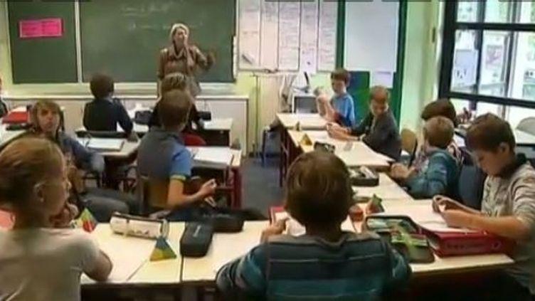 capture d'écran - Cour de morale dans une classe de l'Ecolede la Fermette àWezembeek Oppem (Belgique) ( FRANCE 3 / FRANCETV INFO)