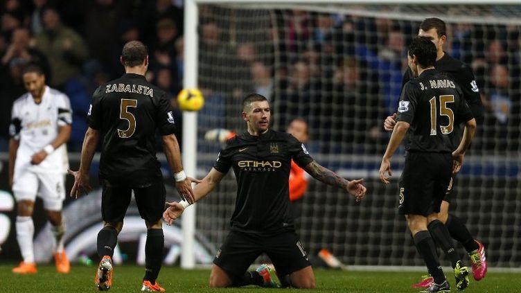 Aleksandar Kolarov avait permis aux Citizens de reprendre l'avantage à Swansea. (ADRIAN DENNIS / AFP)