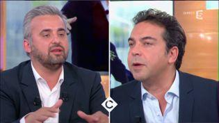 """Capture d'écran d'un échange entre Alexis Corbière et Patrick Cohen, dans l'émission """"C à vous"""", le 10 avril 2017. (C DANS L'AIR / FRANCE 5)"""