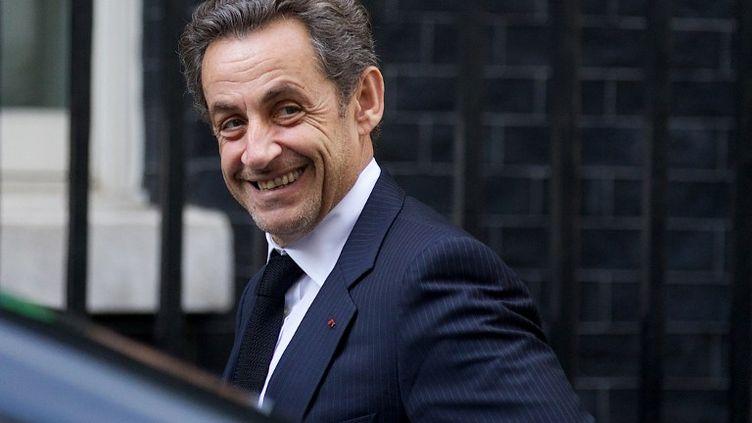 L'ancien président de la République, Nicolas Sarkozy, arrive au 10 Downing Street, à Londres (Royaume-Uni),résidence du Premier ministre britannique, David Cameron, lundi 3 juin 2013. (ANDREW COWIE / AFP)