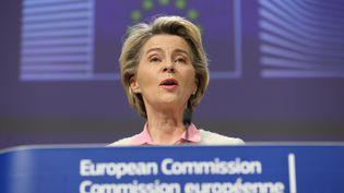 La présidente de la Commission européenne, Ursula von der Leyen,annonce lors d'une conférence de presse à Bruxelles, avoir trouvé un accord avec le Royaume-Uni, le 24 décembre 2020. (DURSUN AYDEMIR / HANS LUCAS / AFP)