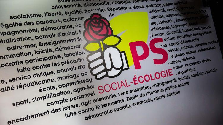 Le logo du Parti socialiste, photographié le 29 janvier 2017 au siège du parti, à Paris. (MAXPPP)