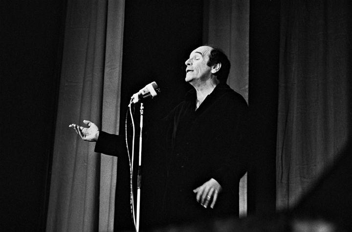 Léo Ferré sur scène à Paris en septembre 1967 (DALMAS/SIPA)