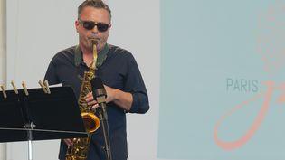 Le saxophoniste Pierrick Pédron a été sacré artiste instrumental de l'année 2021 aux Victoires du jazz (photo prise le 30 juin 2018 au Paris Jazz Festival) (ERIC BALEDENT / MAXPPP)