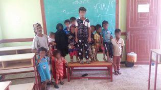 Des déplacés de la ville de Hodeida ont trouvé refuge dans une école à l'ouest d'Aden. (OMAR OUAHMANE / RADIO FRANCE)