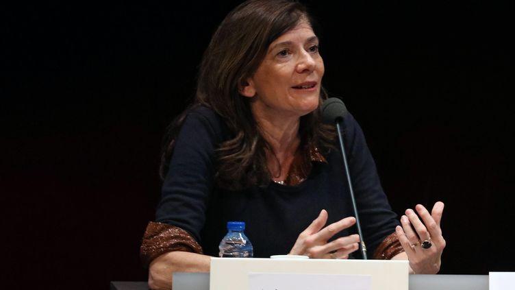 """La journaliste du """"Monde"""" Ariane Chemin, lors d'un débat, au Palais des congrès du Mans (Sarthe), le 3 octobre 2017. (MAXPPP)"""