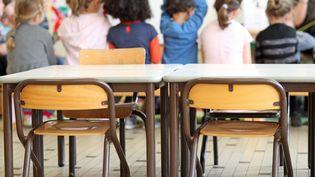 Des enfants sont en classe, dans une école maternelle deLingolsheim (Bas-Rhin), le 28 avril 2017. (MAXPPP)