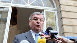 Le centriste Michel Mercier, alors ministre de la Justice, s'adresse aux journalistes à Paris, le 29 mars 2012. (KENZO TRIBOUILLARD / AFP)
