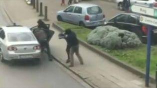 L'arrestation d'un homme filmé par un témoin amateur à Anderlecht, une commune de Bruxelles (Belgique). (EVN / FRANCETV INFO)