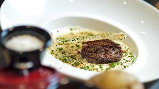 Un plat gastronomique, servi à l'Atelier, de Joël Robuchon à Lonrdes (Royaume-Uni). (SOLENT NEWS / SIPA)
