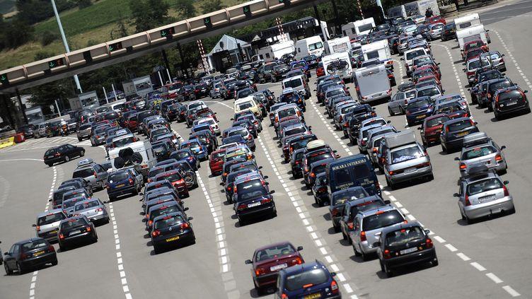 La journée du 12 juillet 2014 est classée rouge sur les routes au niveau national. (JEFF PACHOUD / AFP)