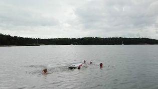 Le 20 Heures vous emmène en Finlande, à la découverte d'un archipel et de ses doux paysages au bord de la mer Baltique. La région est classée au patrimoine naturel de l'Unesco. En cette période, le soleil brille presque toute la nuit. (France 2)