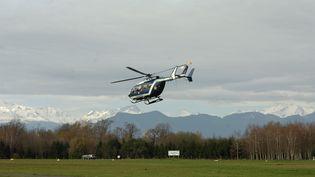 Un hélicoptère de la gendarmerie, dans les Hautes-Pyrénées, le 21 mars 2008. (MAXPPP)