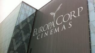 La façade de l'EuropaCorp Cinéma à l'Aéroville de Roissy  (Jacky Bornet)