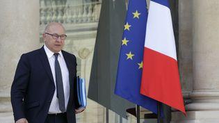 Le ministre des Finances, Michel Sapin, après le Conseil des ministres du 15 avril 2015, à Paris. ( PHILIPPE WOJAZER / REUTERS)