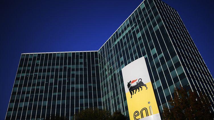 Le siège de la société pétrolière et gazière italienne Eni à San Donato Milanese, près de Milan (Italie). (MARCO BERTORELLO / AFP)