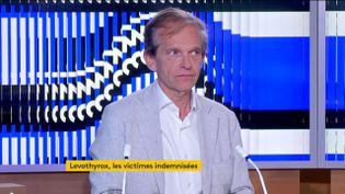 """Le docteur Fréderic Saldmann, auteur de l'ouvrage """"On n'est jamais mieux soigné que par soi-même"""", était l'invité du journal de 23 heures de franceinfo, jeudi 25 juin. (FRANCEINFO)"""