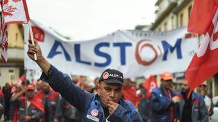 Des employés d'Alstom manifestent à Belfort (Territoire de Belfort), le 15 septembre 2016. (SEBASTIEN BOZON / AFP)