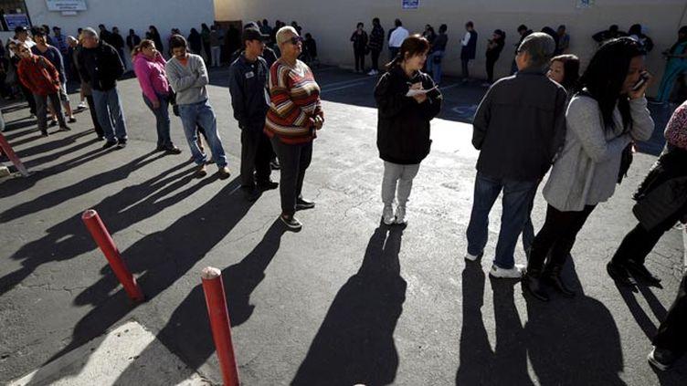 (Une longue file d'attente pour pouvoir tenter sa chance au Powerball à Los Angeles © REUTERS / Lucy Nicholson)