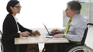 En France, lesentreprises qui emploient au moins 20 salariés sont dans l'obligation de compter dans leurs rangs au moins 6% detravailleurs handicapés. (CHASSENET / BSIP)