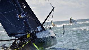 Le bateau d'Alex Thomson lors du départ du Vendée Globe, le 6 novembre 2016, aux Sables-d'Olonne (Vendée). (LOIC VENANCE / AFP)