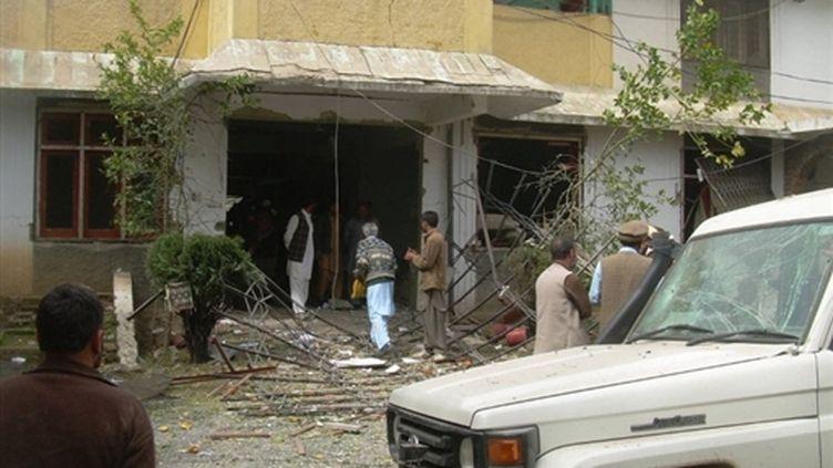 Le site de l'ONG américaine World Vision attaqué par des terroristes, faisant six morts à Oghi, au Pakistan (10/03/2010) (AFP/STR)