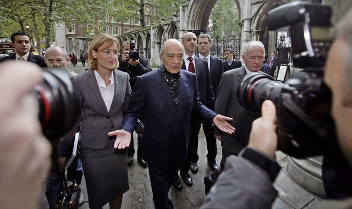 Mohamed Al-Fayed arrive au palais de justice de Londres, le 2 octobre 2007, pour une audience surl'accident fatal de la princesse Diana et son fils Dodi. (LEON NEAL / AFP)