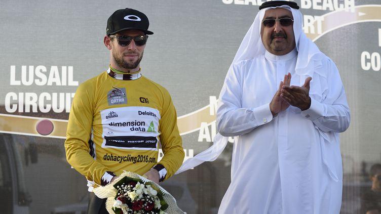 Mark Cavendish (Dimension Data) avec le maillot or du Tour du Qatar (ERIC FEFERBERG / AFP)