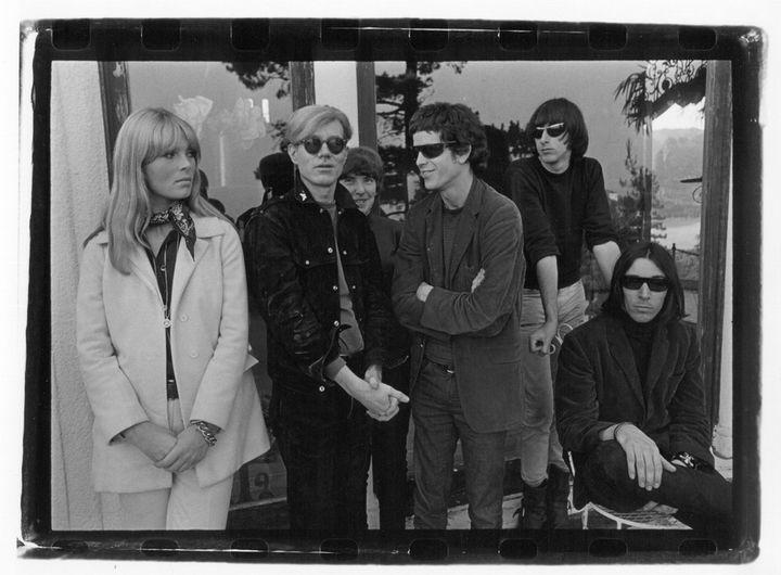 Le Velvet Underground et Nico avec Andy Warhol, à Hollywood Hills en 1966.  (Gérard Malanga / Courtesy Galerie Caroline Smulders Paris)