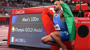 L'Italien Marcell Jacobs a remporté le 100 mètres aux Jeux Olympiques du Tokyo. (KEITA IIJIMA / YOMIURI / AFP)