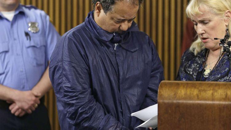 Ariel Castro au tribunal de Cleveland (Ohio, Etats-Unis), le 9 mai 2013. (TONY DEJAK / SIPA)