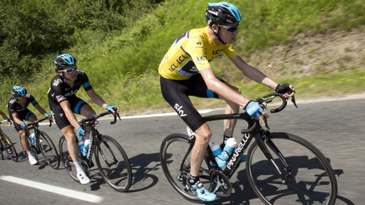 Chris Froome en leader (LIONEL BONAVENTURE / AFP)