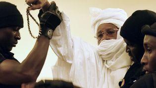 L'ex-président tchadien Hissène Habré, dans la salle d'audience, lors de son procès à Dakar, au Sénégal, le 20 juillet 2015. (SEYLLOU / AFP)