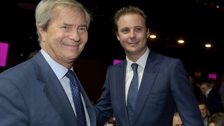 Vincent Bolloré (à gauche) et son fils Cyrille Bolloré (à droite) à Paris, le 19 avril 2018. (ERIC PIERMONT / AFP)