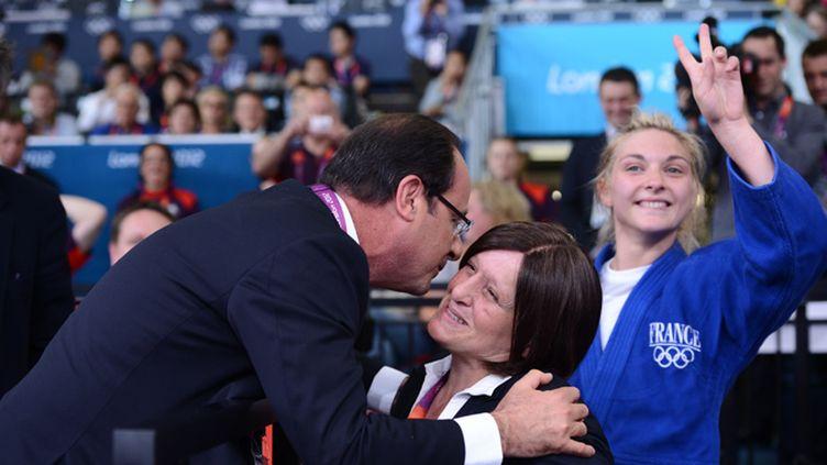 François Hollande félicite Cathy Fleury pour la médaille d'Automne Pavia