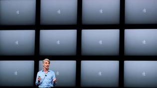 Craig Federighi, un des dirigeant d'Apple, lors de la conférence annuelle des développeurs à San José (Etats-Unis) le 4 juin 2018. (JUSTIN SULLIVAN / GETTY IMAGES NORTH AMERICA / AFP)