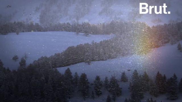 """On prend parfois cet étonnant phénomène pour un OVNI. Voilà comment se forment les """"chiens du soleil""""."""