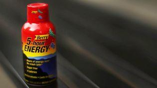 La boisson énergisante 5-Hour Energy est vendue par la société Living Essentials aux Etats-Unis. (SPENCER PLATT / GETTY IMAGES / AFP)