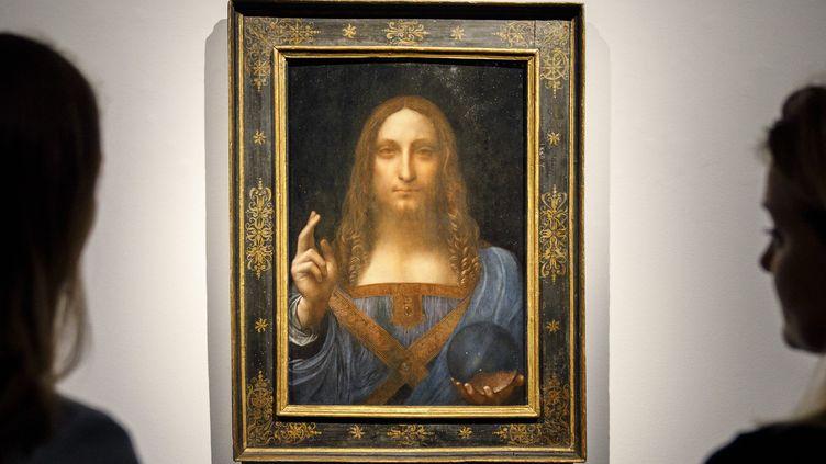 "Le ""Salvator Mundi"" de léonard de Vinci chez Christies en 2017  (Tolga Akmen / AFP)"