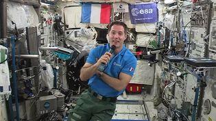 Le spationaute français Thomas Pesquet lors d'une interview depuis la Station spatiale internationale, le 30 mai 2017, trois jours avant son retour sur Terre. (EUROPEAN SPACE AGENCY / AFP)