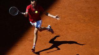 Le RusseDaniil Medvedev face à l'EspagnolAlejandro Davidovich, au Masters 1000 de Madrid, le 5 mai. (OSCAR DEL POZO / AFP)