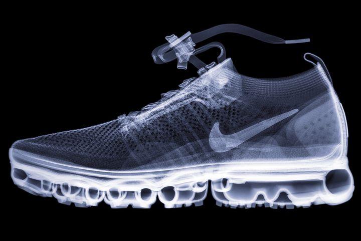 La Nike Air VaporMax Flyknit passée aux rayons X : un modèle de 2017 crée pour le 30e anniversaire de la chaussure Nike Air Max.  (Hugh Turvey)