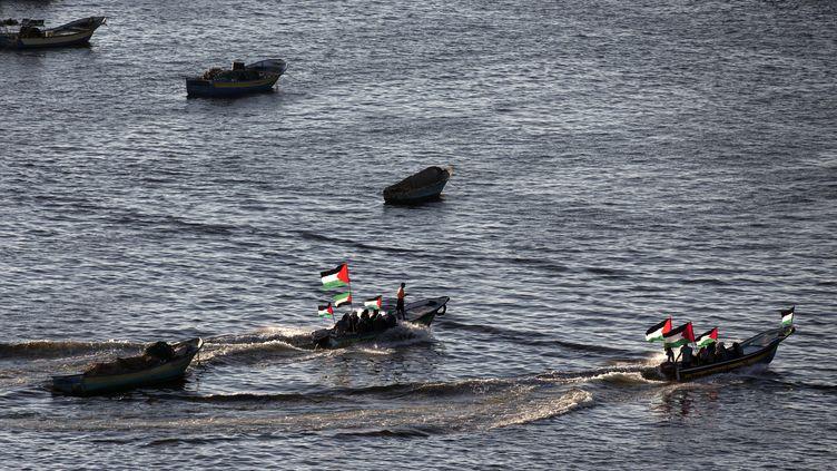 """Bateaux palestiniens en soutien au """"bateau des femmes"""" qui avait pour objectif de briser le blocus israélien, le 5 octobre 2016 à Gaza. (MAHMUD HAMS / AFP)"""