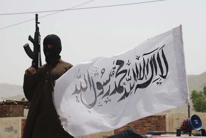 Un talibanpakistanais à la frontière afghane, le 24 mai 2008. (REUTERS)