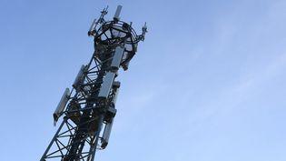Illustration d'une antenne relais. La technologie 5G utilise des bandes de fréquences plus hautes que celles de la téléphonie mobile. (JOSSELIN CLAIR / MAXPPP)