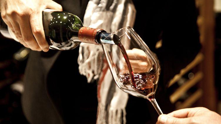 Une dégustation de vin à Margaux (Gironde), le 26 décembre 2015. (PHILIPPE ROY / AURIMAGES / AFP)