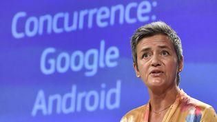 La commissaire européenne à la concurrence, Margrethe Vestager, lors d'un point presse sur les pratiques illégales anticoncurrence de Google, à Bruxelles (Belgique) le 18 juillet 2018 (JOHN THYS / AFP)