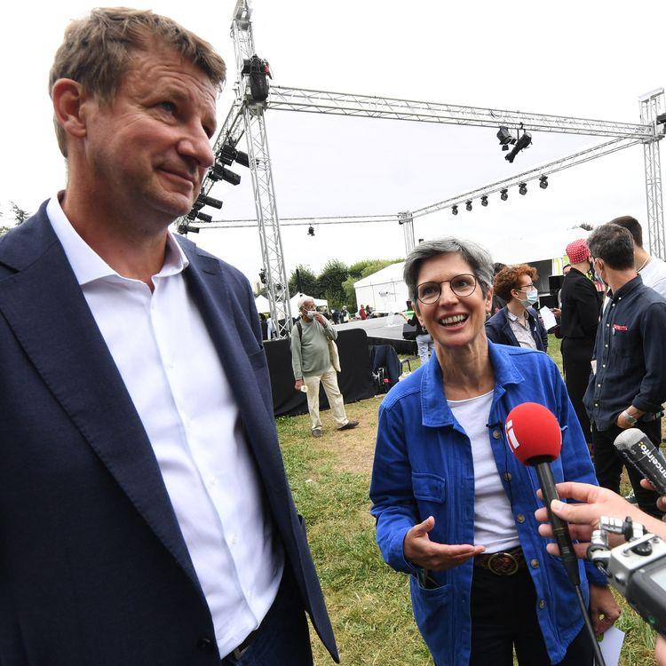 Alorscandidats à la primaire écologiste,Yannick Jadot et Sandrine Rousseau participent à l'université d'été d'Europe Ecologie-Les Verts à Poitiers (Vienne), le 19 août 2021. (MEHDI FEDOUACH / AFP)