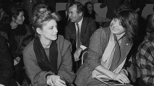 Jane Birkin et sa file Kate Barry lors d'un défilé de mode à Paris en 1982 (TONY HAGE / MAXPPP)